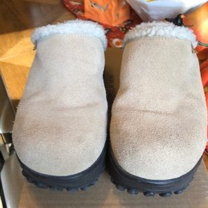 Union bay fur lined like new clogs